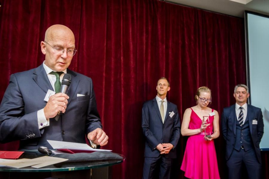 Nach dem Award ist vor dem Award – Markenberatung brandrelation consulting überreicht PMN Award 2015